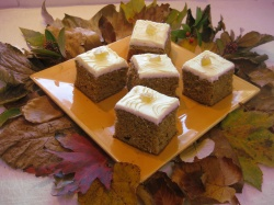 LIGHT GINGERBREAD  WITH BUTTER ICING